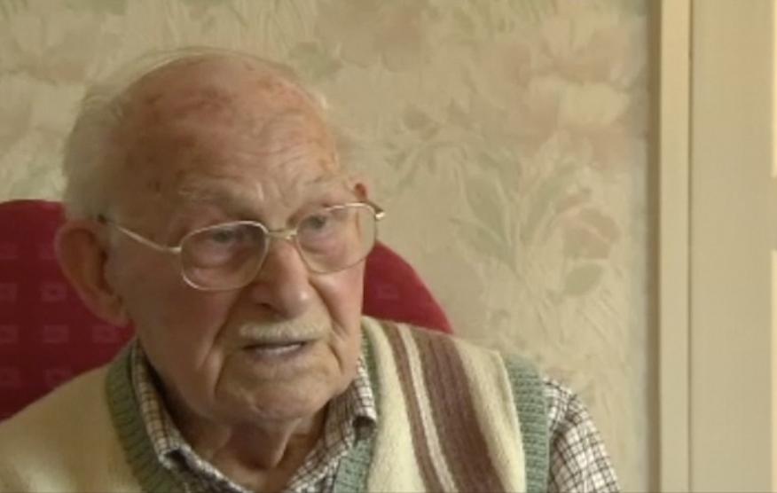 Ron Jones describes his experience as a POW in Auschwitz.